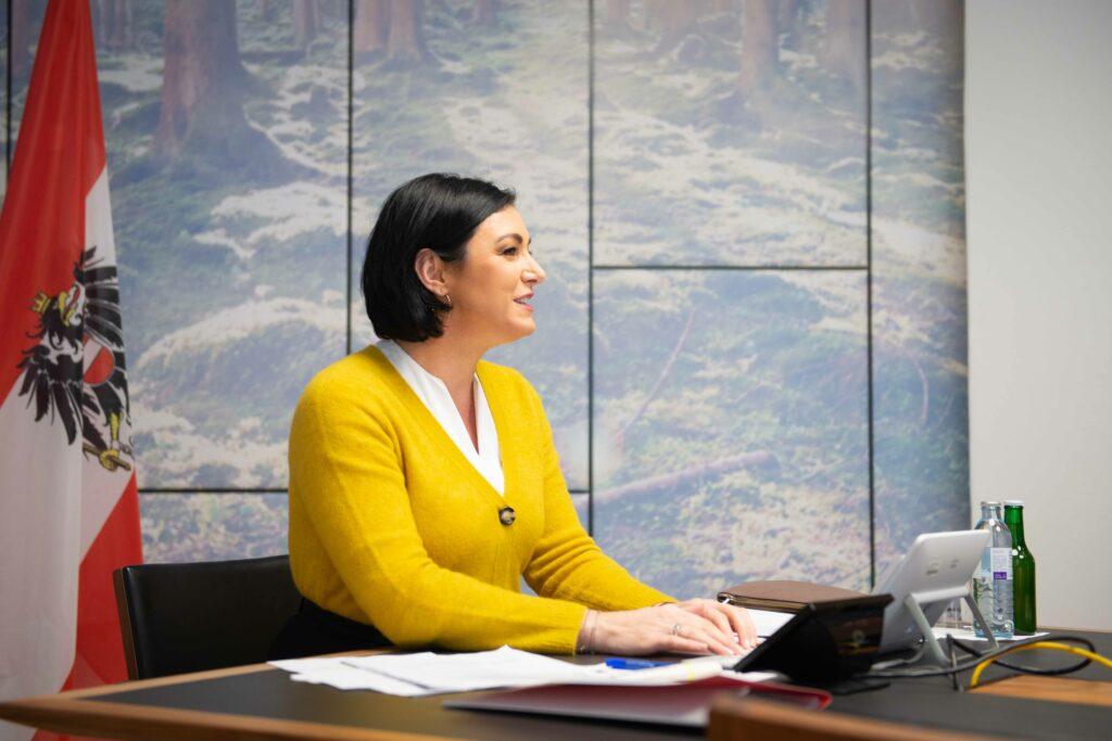 Elisabeth Köstinger (ÖVP) zeigt sich erfreut über anstehende Öffnungen für den Tourismus und die Gastwirtschaft. Foto: BMLRT