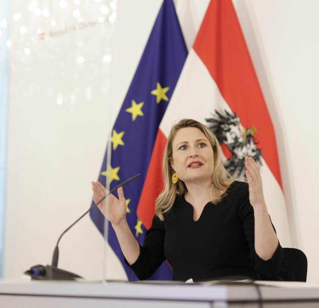 Susanne Raab: Hilfe für Familien; Foto: BKA