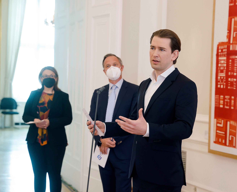 Bundeskanzler Sebastian Kurz äußerte sich am Dienstag erfreut über die zusätzlichen Impfdosen für Österreich. Foto: BKA/ Dragan Tatic