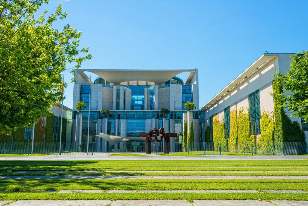Bundeskanzleramt in Berlin; Foto: iStock/ Kerrick