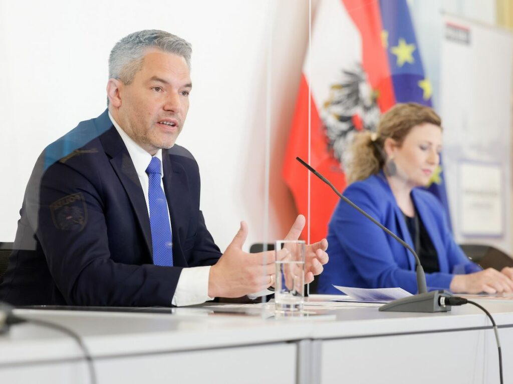 """Pressekonferenz """"Verschwörungstheorien in Zeiten der COVID-19-Pandemie"""""""