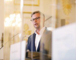 Für Kostenwahrheit im Flugverkehr: Staatssekretär Magnus Brunner; Foto: BKA