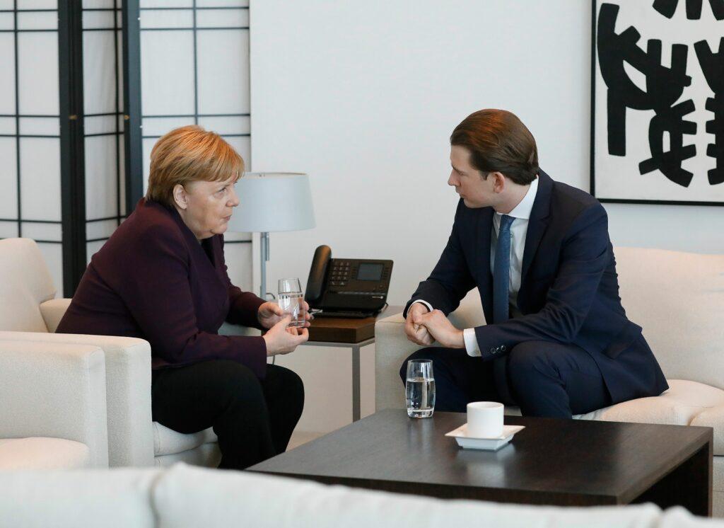 Gespräche zwischen Kurz und Merkel im März 2020. Foto: BKA/ Dragan Tatic