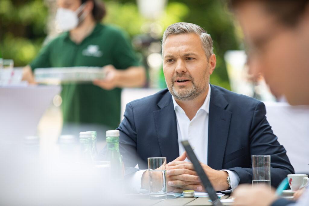 Generalsekretär Axel Melchior bei der Kampagnen-Vorstellung. Foto: ÖVP/ Jakob Glaser