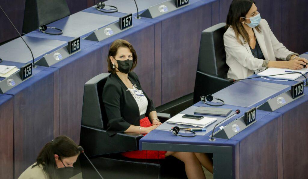 Ministerin Edtstadler im EU-Parlament. Foto: BKA/ Hans Hofer