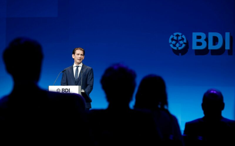 Der Bundeskanzler bei seiner Rede vor führenden Vertretern der deutschen Industrie in Berlin. Foto: BKA/ Dragan Tatic