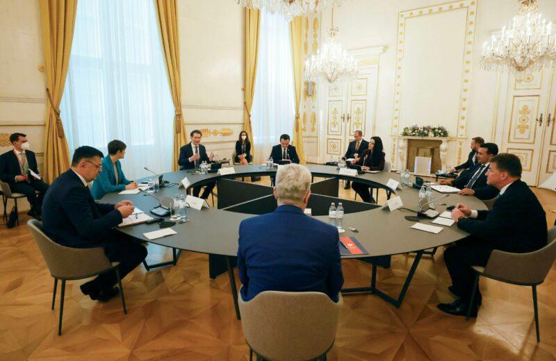 Die Runde der Regierungschefs im Gespräch beim Westbalkan-Gipfel in Wien. Foto: BKA/ Dragan Tatic