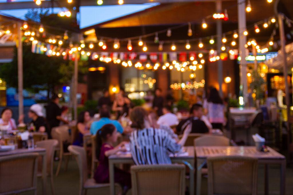 Öffnungen, auch von Lokalen: Die Mehrheit ist zufrieden. Foto: iStock/piyaphun