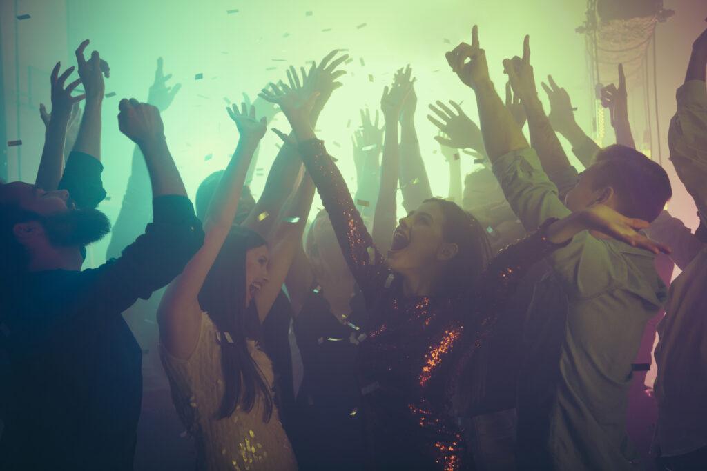 Tanzen und Feiern: Die Nachtgastronomie freut sich auf Öffnungen, Foto: iStock/ Deagreez