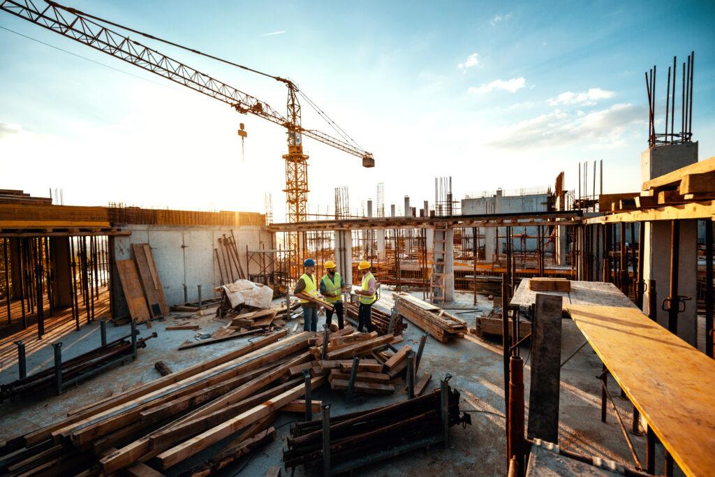 Bauwirtschaft und Industrie stärken Konjunktur, Tourismus bleibt unter Vorkrisenniveau. Foto: iStock/Drazen