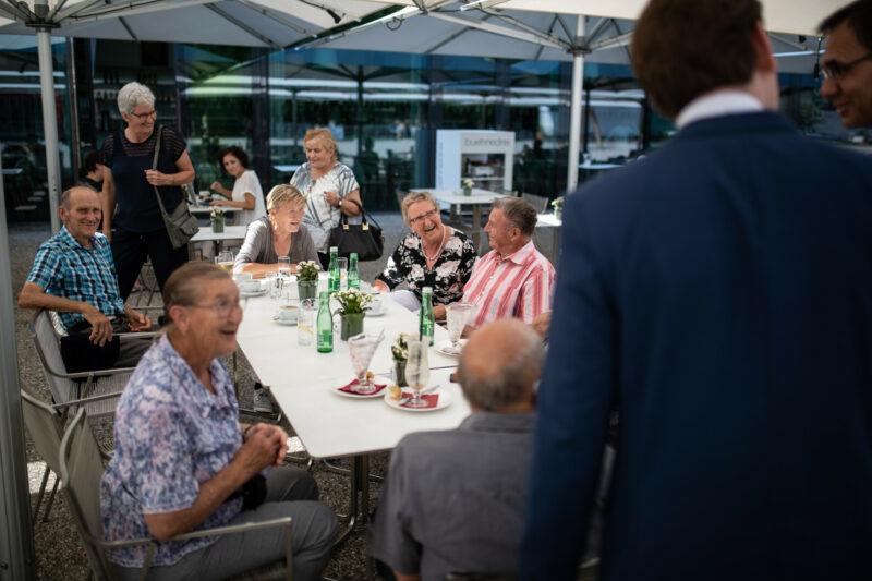 Der Bundeskanzler im Gespräch. Foto: Arno Melicharek