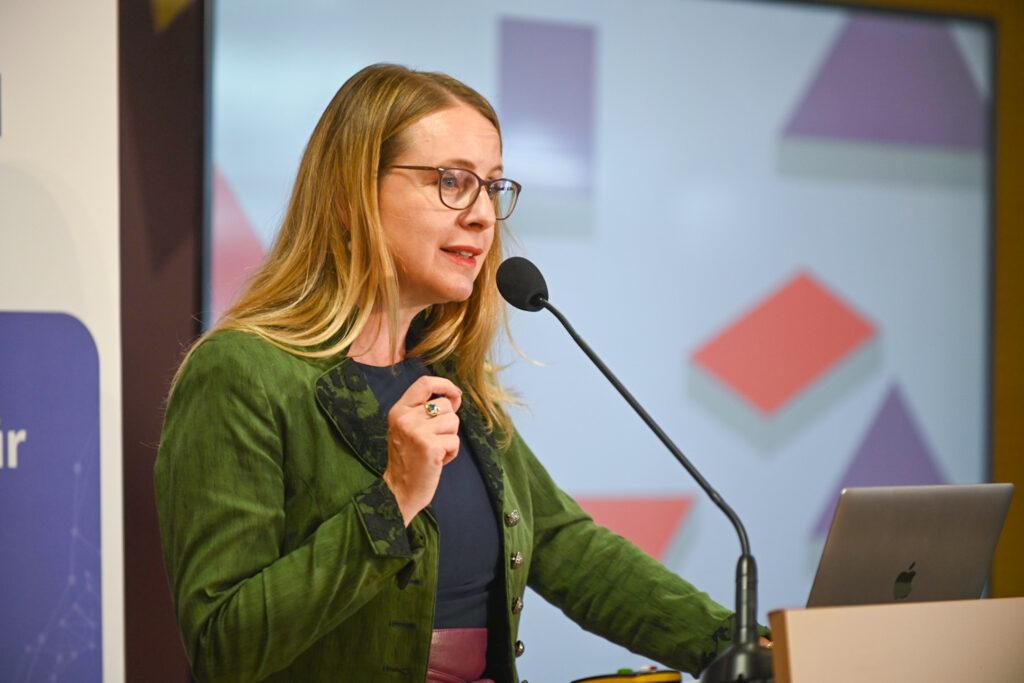 Wirtschafts- und Digitalisierungsministerin Margarete Schramböck; Foto: BMWD, Philipp Hartberger