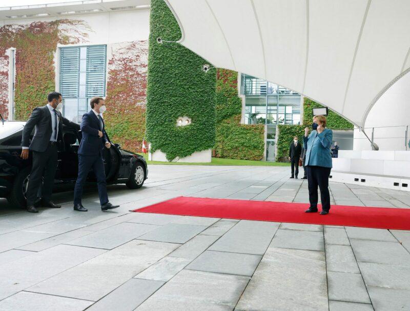 Angela Merkel empfängt Sebastian Kurz vor dem Bundeskanzleramt in Berlin. Foto: BKA/ Dragan Tatic
