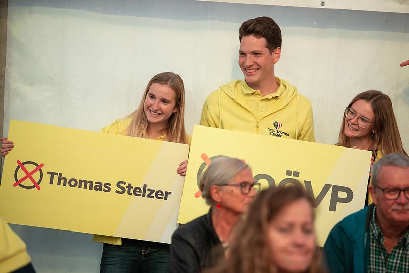 Junge Unterstützer der oberösterreichischen Volkspartei in Wolfern - Foto: Klubobmann August Wöginger in Wolfern - Foto: OÖVP
