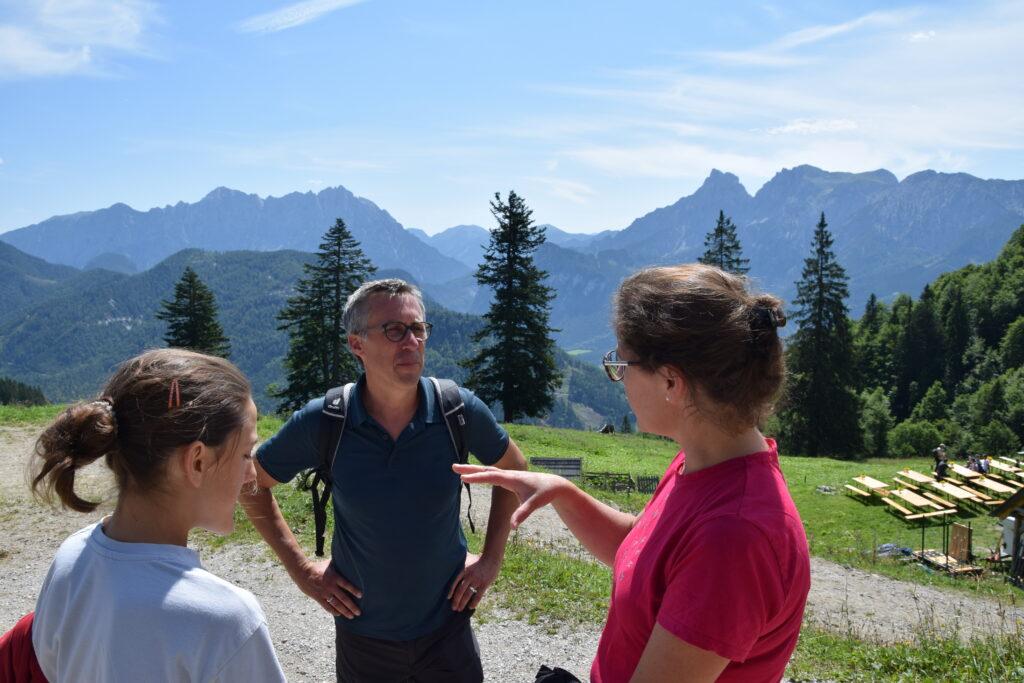 Bauernbund-Präsident Abg. Georg Strasser im Gespräch zur Wolfs-Problematik. - Foto: Kerschbaumer