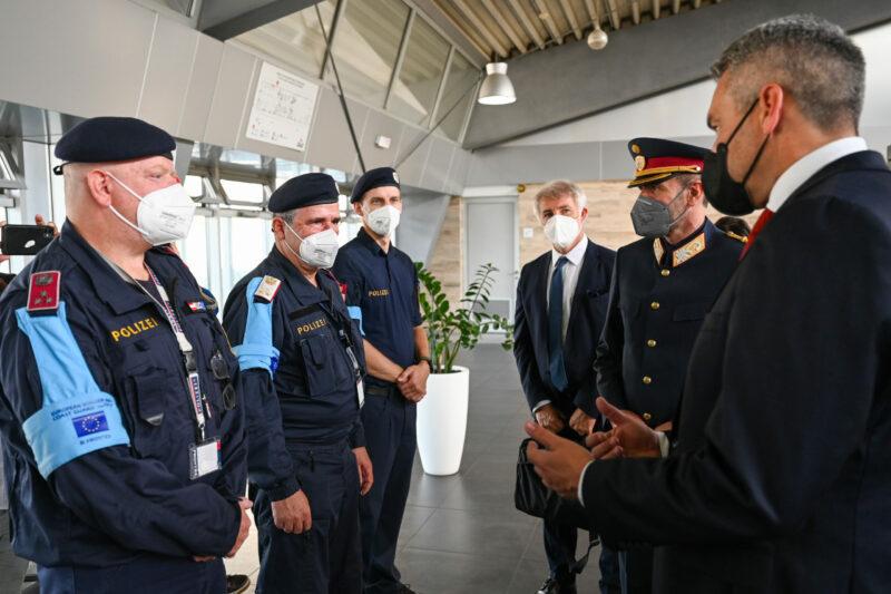 Der Innenminister trifft österreichische Frontexbeamte Foto: BMI/Makowecz