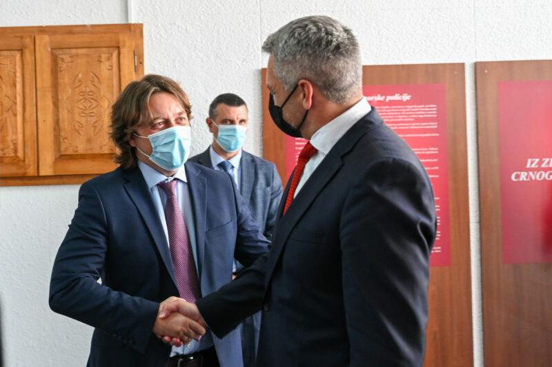 Karl Nehammer trifft den montenegrinischen Innenminister Sergej Sekulović. Foto: BMI/Makowecz