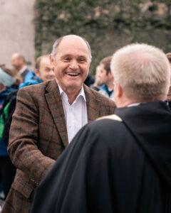 Begrüßung vor der Basilika: Wolfgang Sobotka und der Superior von Mariazell, Pater Michael Staberl. Foto: Gerima Smesnik
