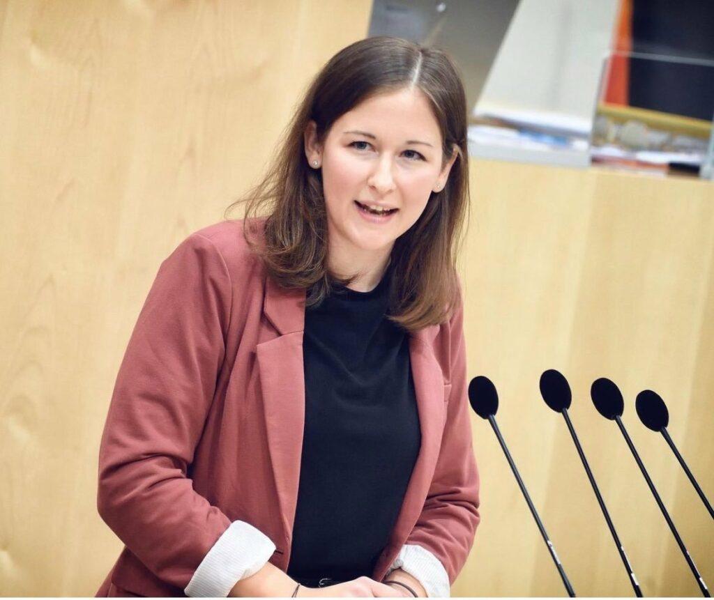 Claudia Plakolm wendet sich mit einer Videobotschaft direkt an die FPÖ. - Foto: Instagram/Claudia Plakolm