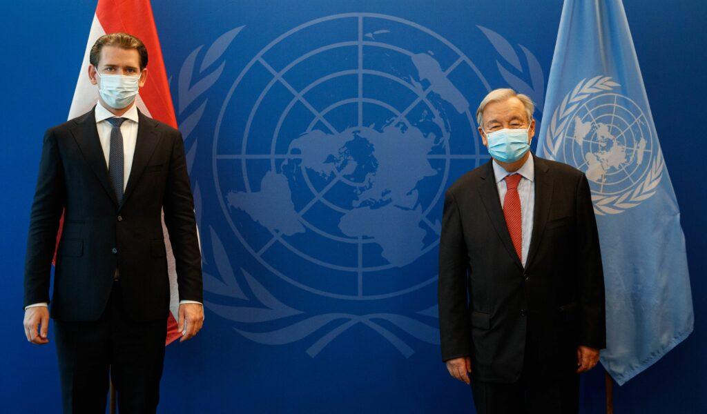 Politische Gespräche mit Corona-bedingtem Abstand: Bundeskanzler Sebastian Kurz und UN-Generalsekretär Antonio Guterres; Foto: BKA, Dragan Tatic