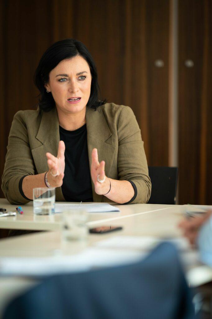 Ministerin Elisabeth Köstinger im Interview - Foto: Paul Gruber