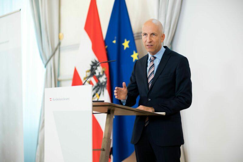 Arbeitsminister Martin Kocher zu Arbeitsmarkt und Arbeitslosenversicherung neu: richtiger Zeitpunkt für Reformdialog. Foto: BKA/ C. Dunker