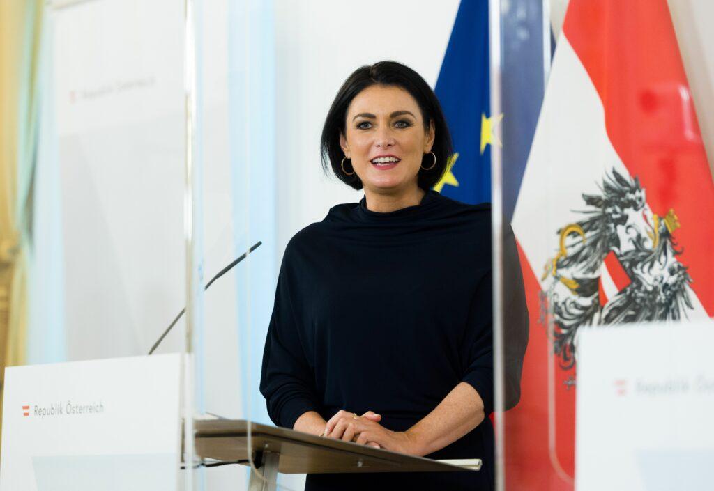 Bundesministerin Elisabeth Köstinger - Foto: Christopher Dunker