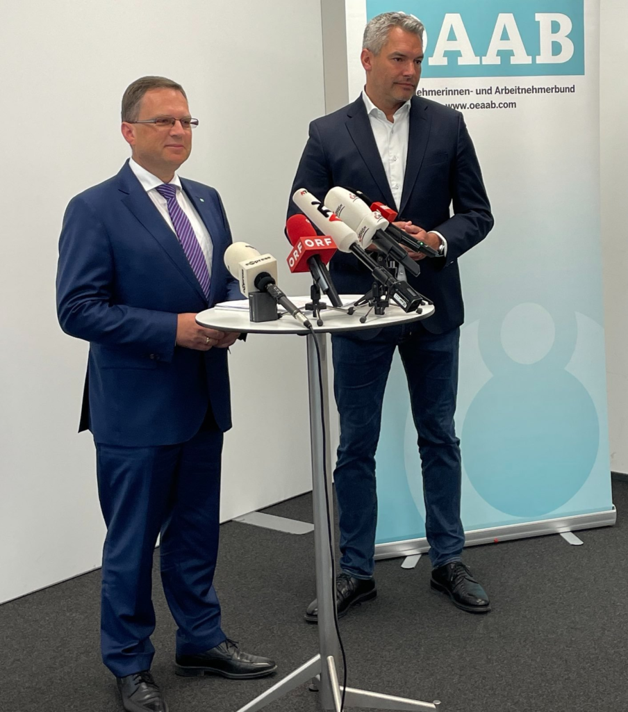 V.l.: ÖVP-KO August Wöginger & Innenminister Karl Nehammer bei der Pressekonferenz. - Foto: Thomas Steiner