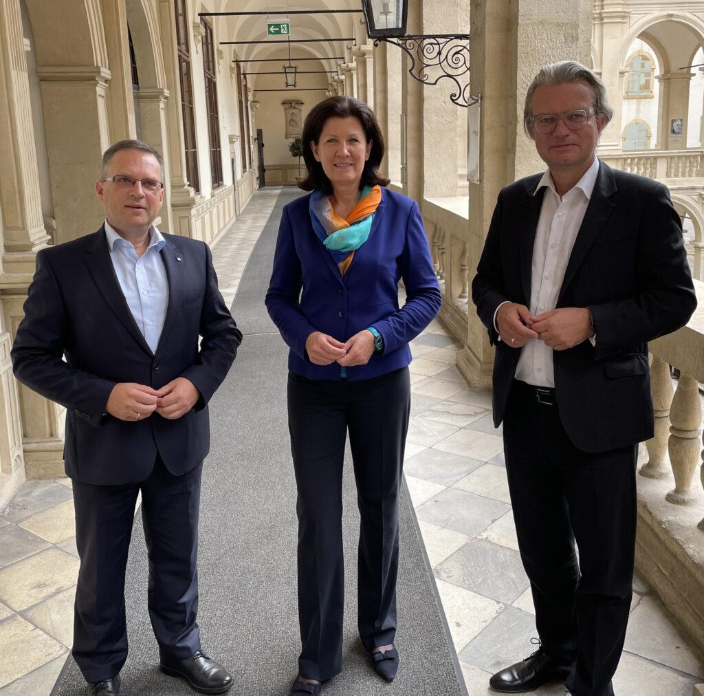 V.l.: Wöginger, Riener und Drexler bei der Pressekonferenz in Graz. - Foto: ÖAAB