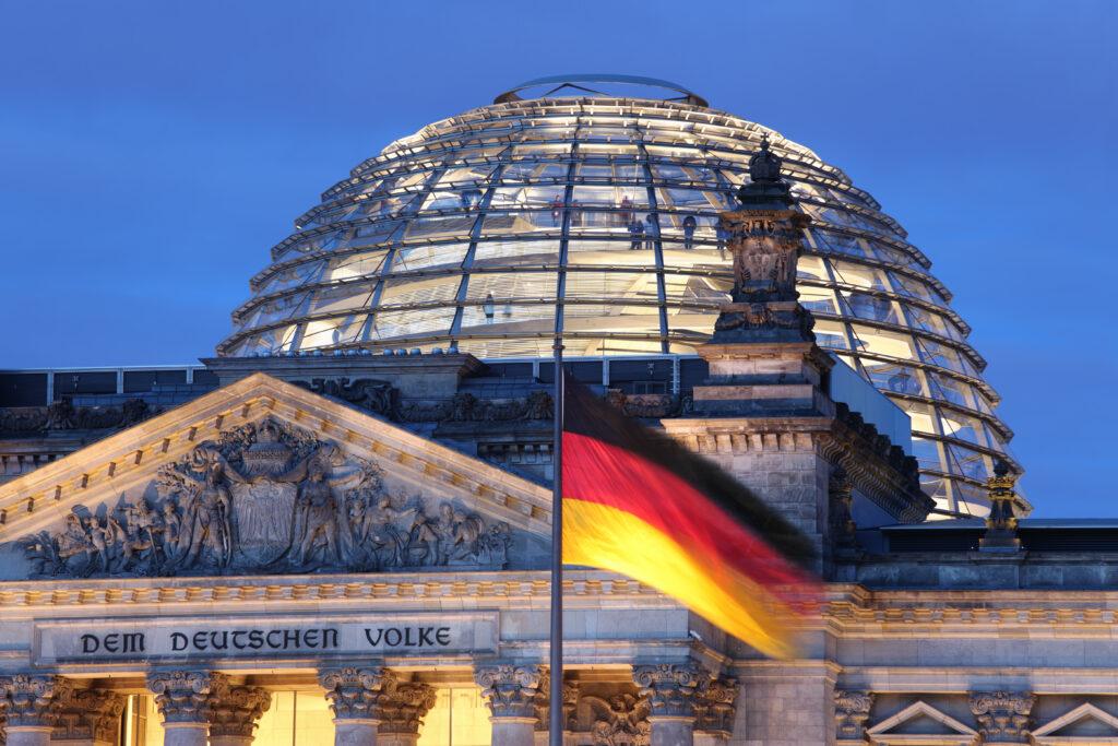 Die Kuppel des deutschen Bundestages in Berlin. Foto: iStock/ ThomasSaupe