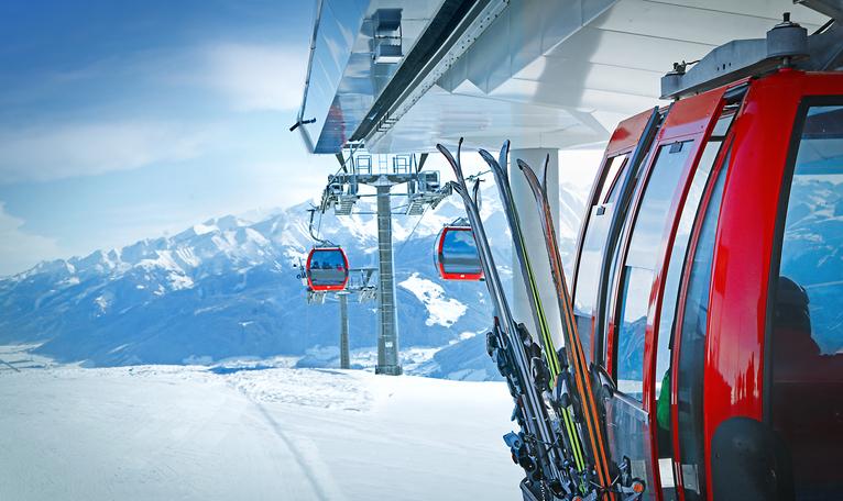 """""""Strenge Regeln für einen sicheren Winter"""" lautet die Devise der Bundesregierung - Foto: iStock/narvikk"""