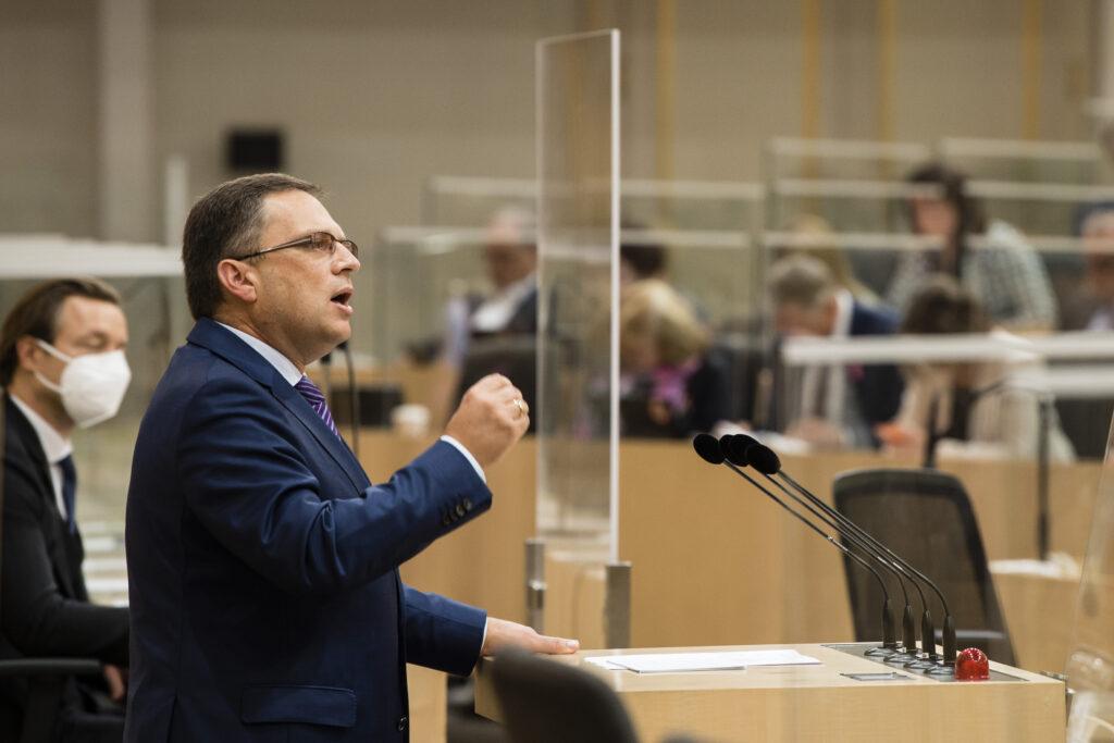 ÖVP-Abg. August Wöginger zum Auftakt der Budgetdebatte: Klimaschutz mit Hausverstand. Foto: Parlamentsdirektion / Thomas Jantzen