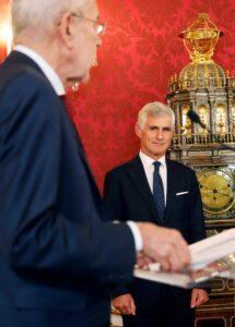 Michael Linhart: angelobt als Außenminister; Foto: BKA/ Dragan Tatic